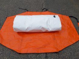 Abri de chantier ACMO plié dans son sac L=1m H=0.30m